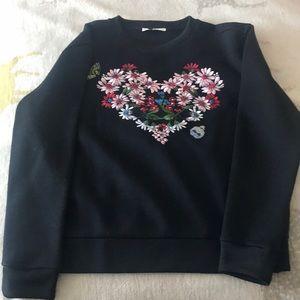Sweatshirt with heart shaped design